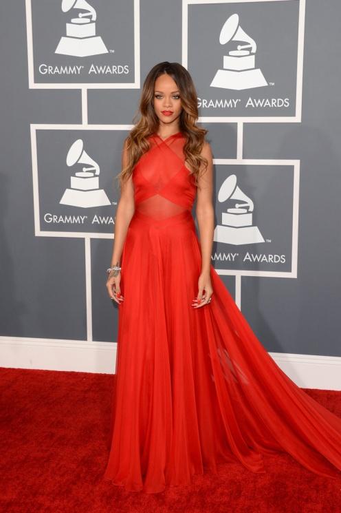 Rihanna en los Grammy-2013.