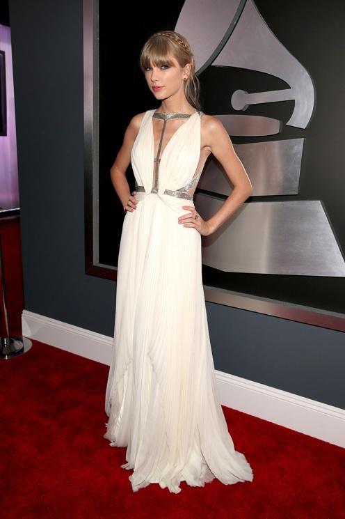 Taylor Swift, diosa griega en los Grammy-2013.